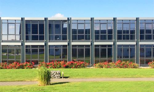 Mobile Gebäude auf Zeit - Temporärer Raumbedarf. Flexible und komfortable Raumlösungen zum Wohnen, Lernen oder Arbeiten. ERWE – Ihre Experten für mobile Festbauten.